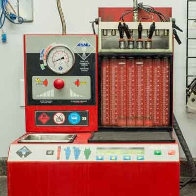 gas injector testing with a testing bench